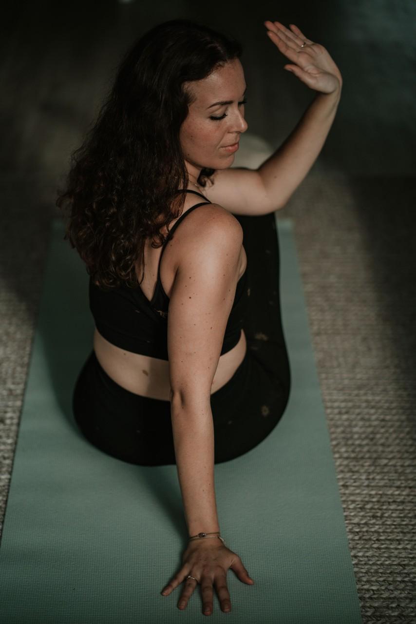Yogahouding-MARICHYASANA-C