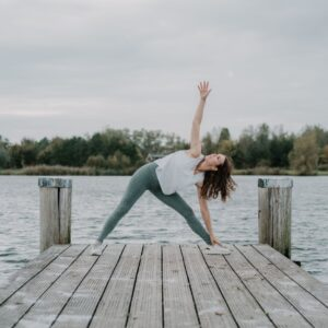 Yogahouding-Trikonasana-driehoekshouding
