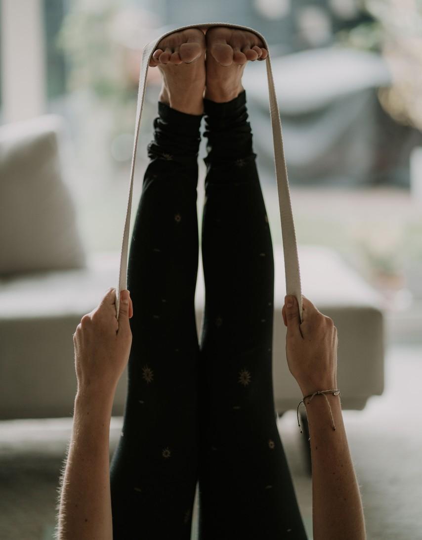 Yogahouding-Uttanpadasana-Geheven-Benen